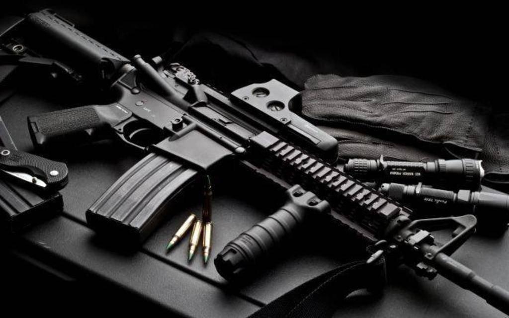 Fegyverbe – miskolci géppisztolyok Horvátországba – elvtársi revolverek a tárlókban