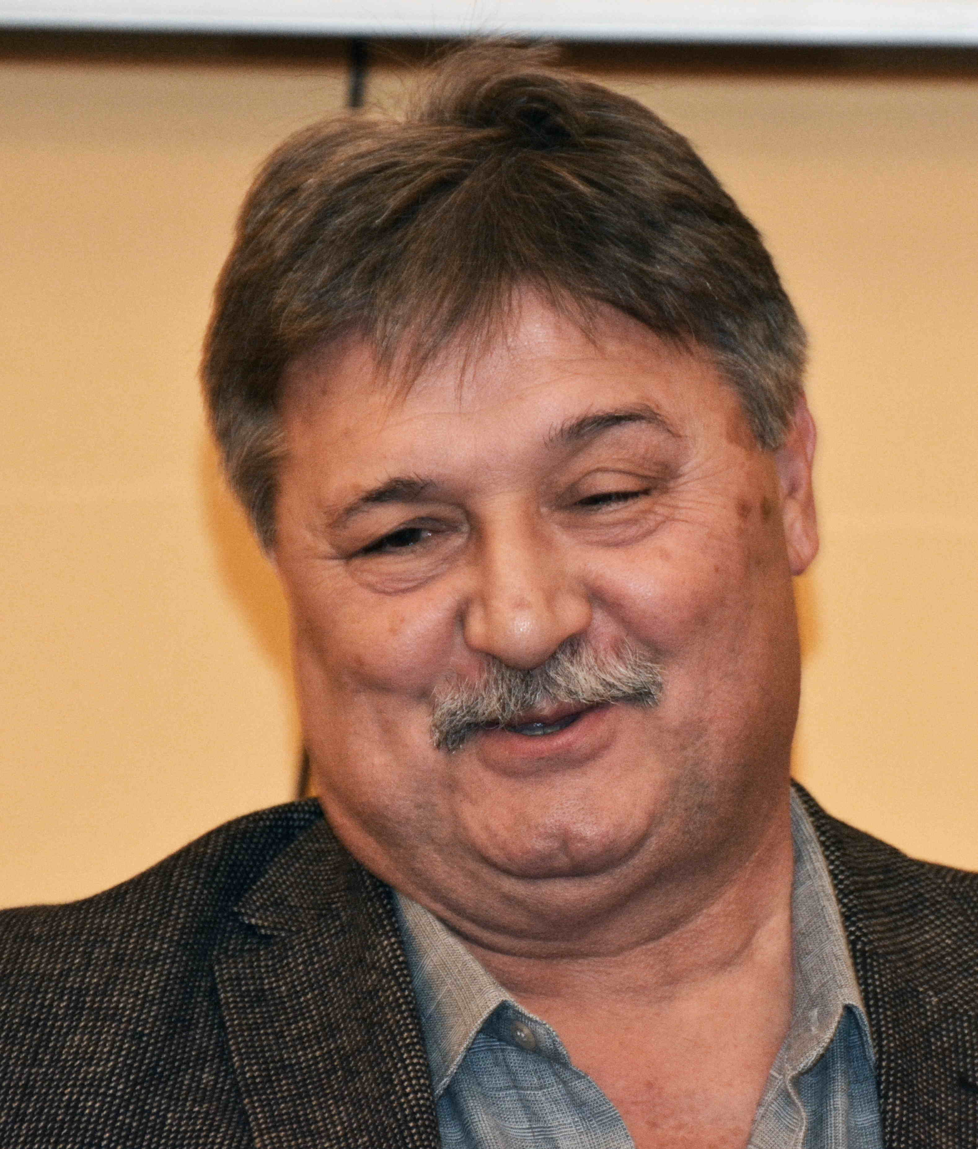 Óvári Miklós