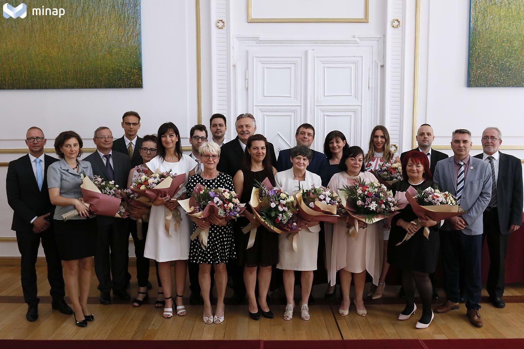 Köztisztviselők elismerése a Miskolci városházán